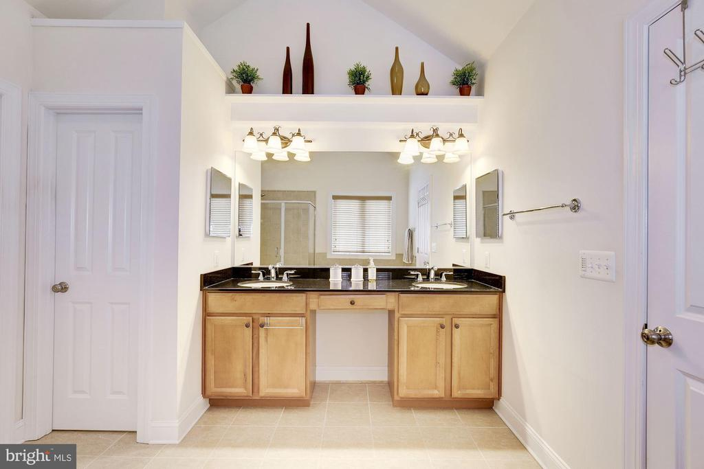 Master bathroom - 7318 EDMONSTON RD, COLLEGE PARK