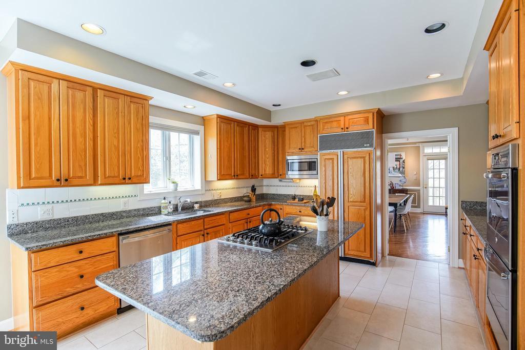 Gourmet Kitchen - 5708 TRAFTON PL, BETHESDA