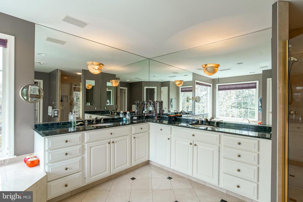 Owners Bathroom w/Dual Vanities - 5708 TRAFTON PL, BETHESDA