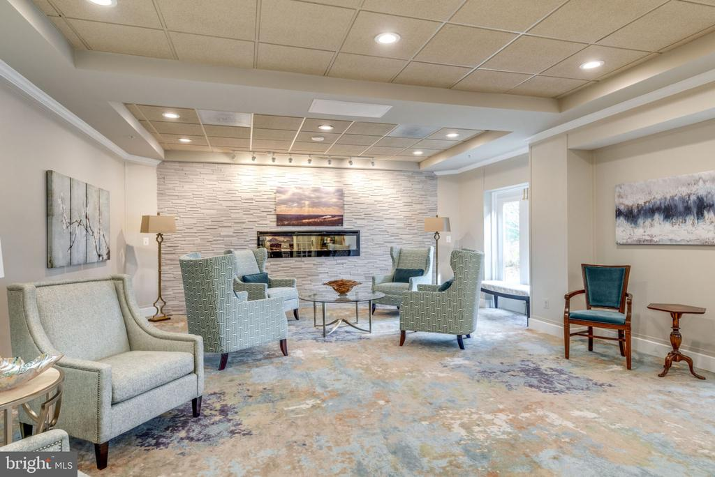 A Great Space for Neighbor Chats - 19355 CYPRESS RIDGE TER #218, LEESBURG