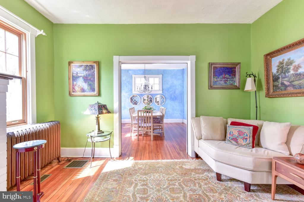 Bright rooms throughout - 210 LAVERNE AVE, ALEXANDRIA