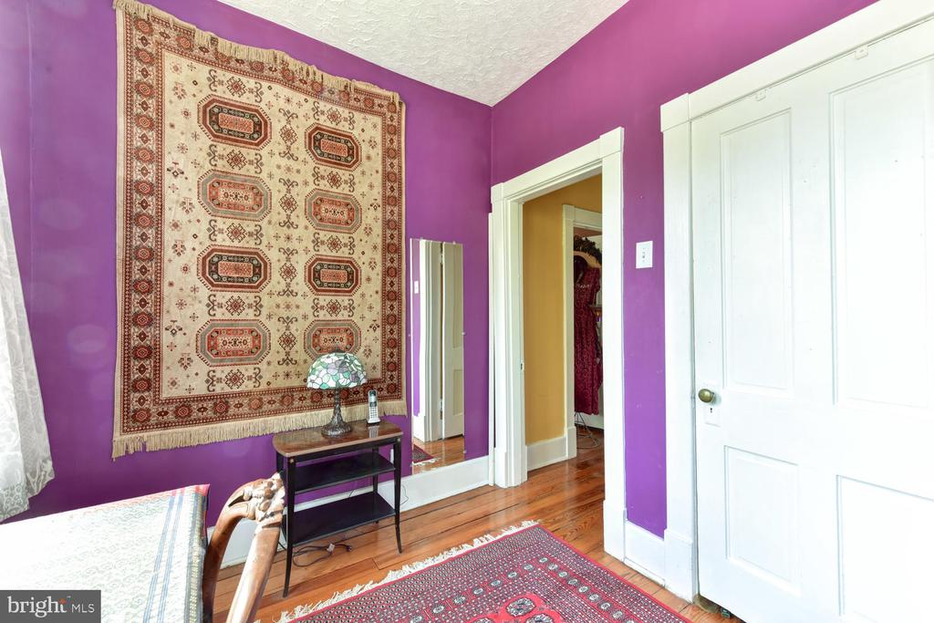 First upper-level bedroom #2 - 210 LAVERNE AVE, ALEXANDRIA