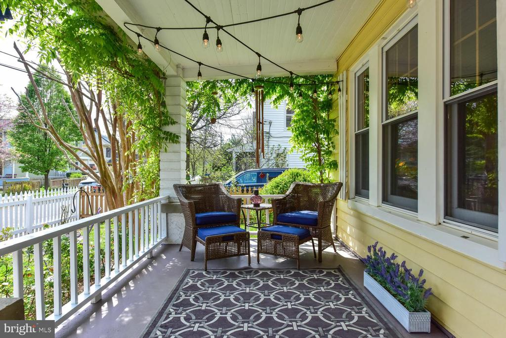 Front porch to relax - 210 LAVERNE AVE, ALEXANDRIA