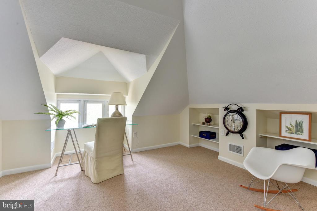 Top level fully finished attic - 210 LAVERNE AVE, ALEXANDRIA