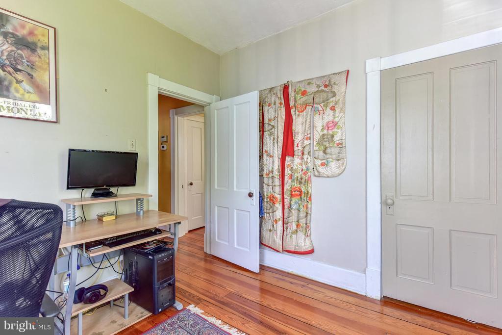 First upper-level bedroom #4 - 210 LAVERNE AVE, ALEXANDRIA