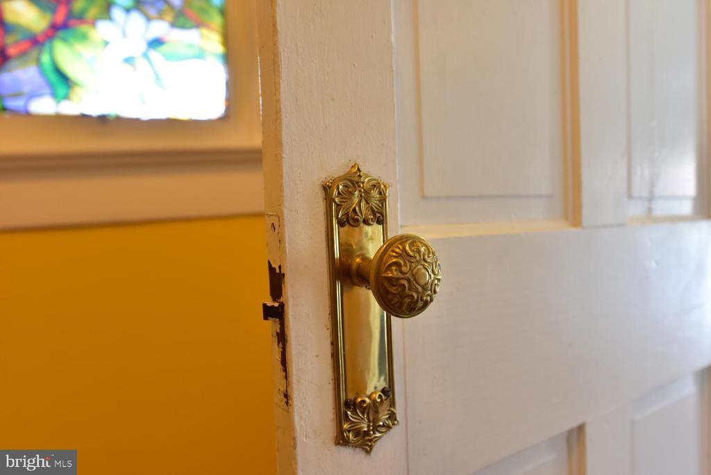 Original 1910 doorknob in ML full bath - 210 LAVERNE AVE, ALEXANDRIA