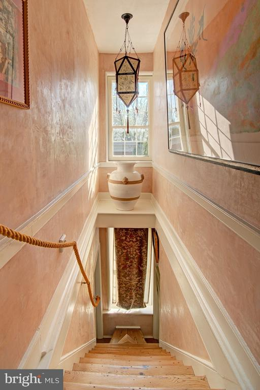 Stairwell to 3rd floor - 40174 MAIN ST, WATERFORD