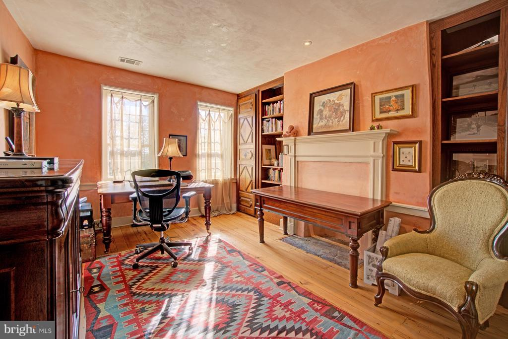 Upstairs office/bedroom - 40174 MAIN ST, WATERFORD