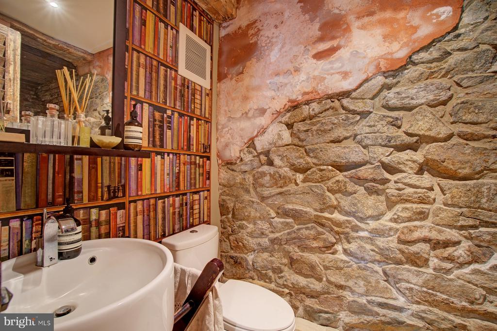 Powder Room with original stonewall - 40174 MAIN ST, WATERFORD