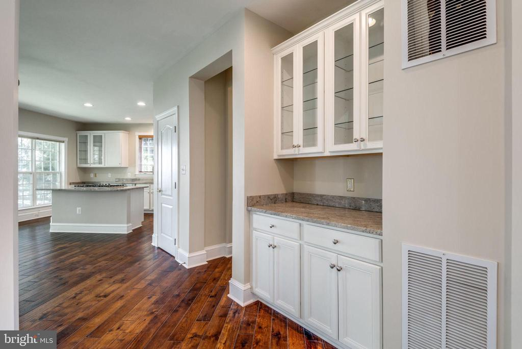 Bar or Butler's Pantry- your choice! - 47762 BRAWNER PL, STERLING