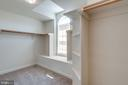 Gotta love a window in the 2nd walk in closet - 47762 BRAWNER PL, STERLING