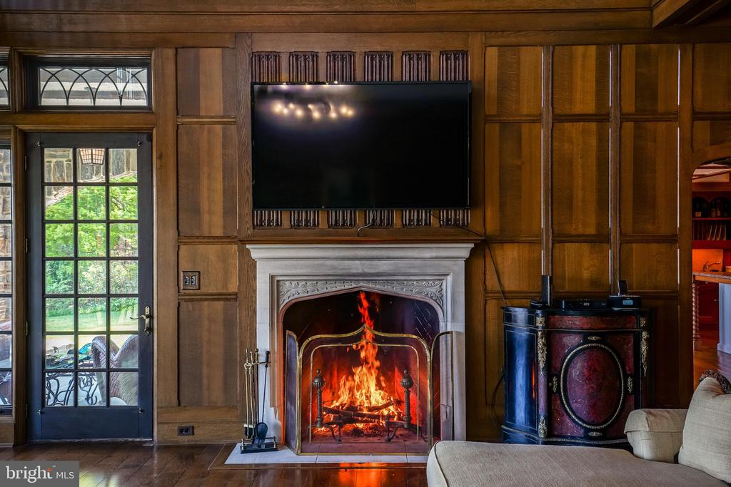 Massive great room wood burning fireplace - 869 CHILDS POINT RD, ANNAPOLIS