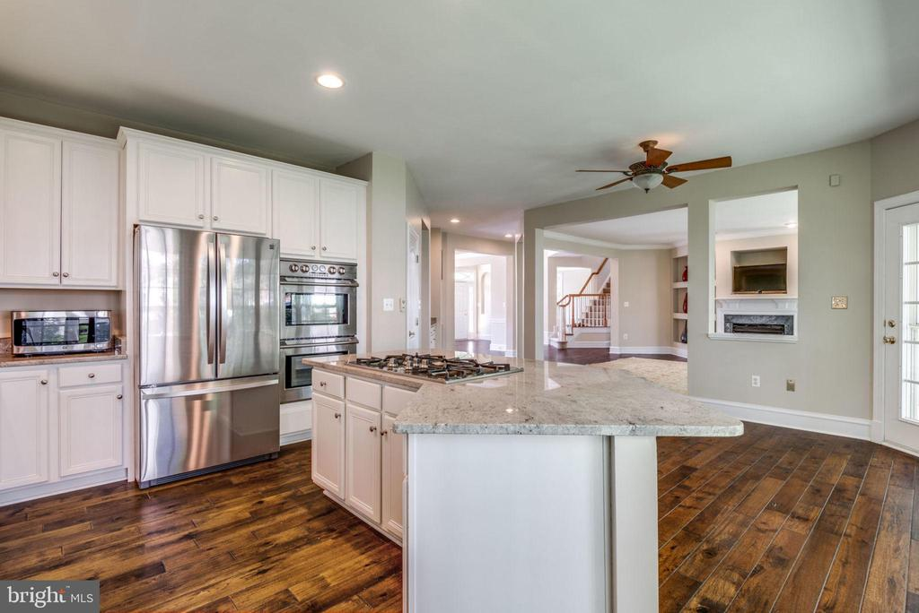 Can't have enough cooks in this kitchen - 47762 BRAWNER PL, STERLING