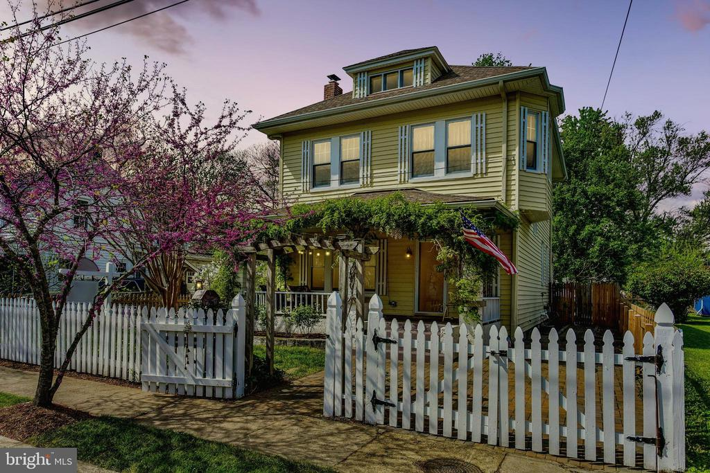 Twilight is perfection at 210 Laverne Ave - 210 LAVERNE AVE, ALEXANDRIA