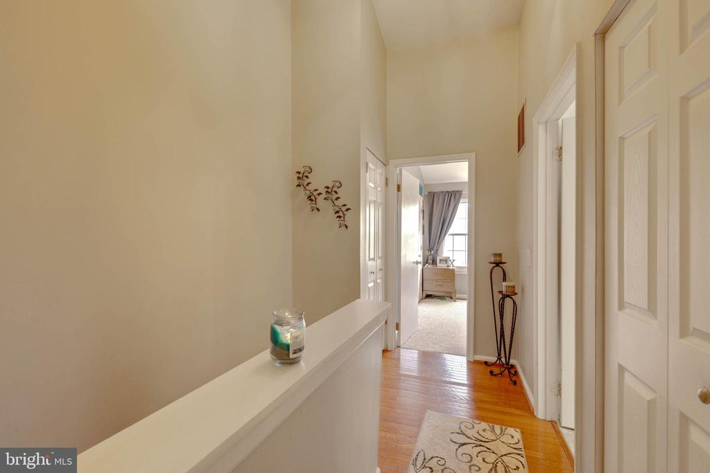 Upstairs hallway - 9637 LAMBETH CT, COLUMBIA