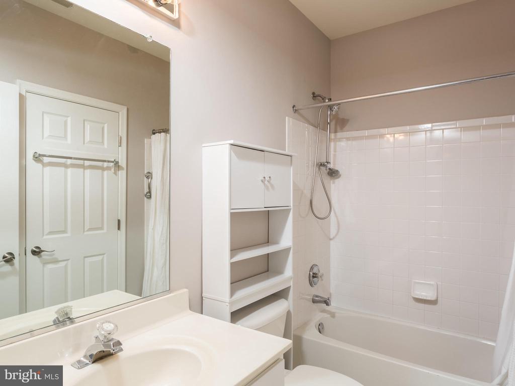 Full Bathroom Basement - 325 SENATE CT, HERNDON