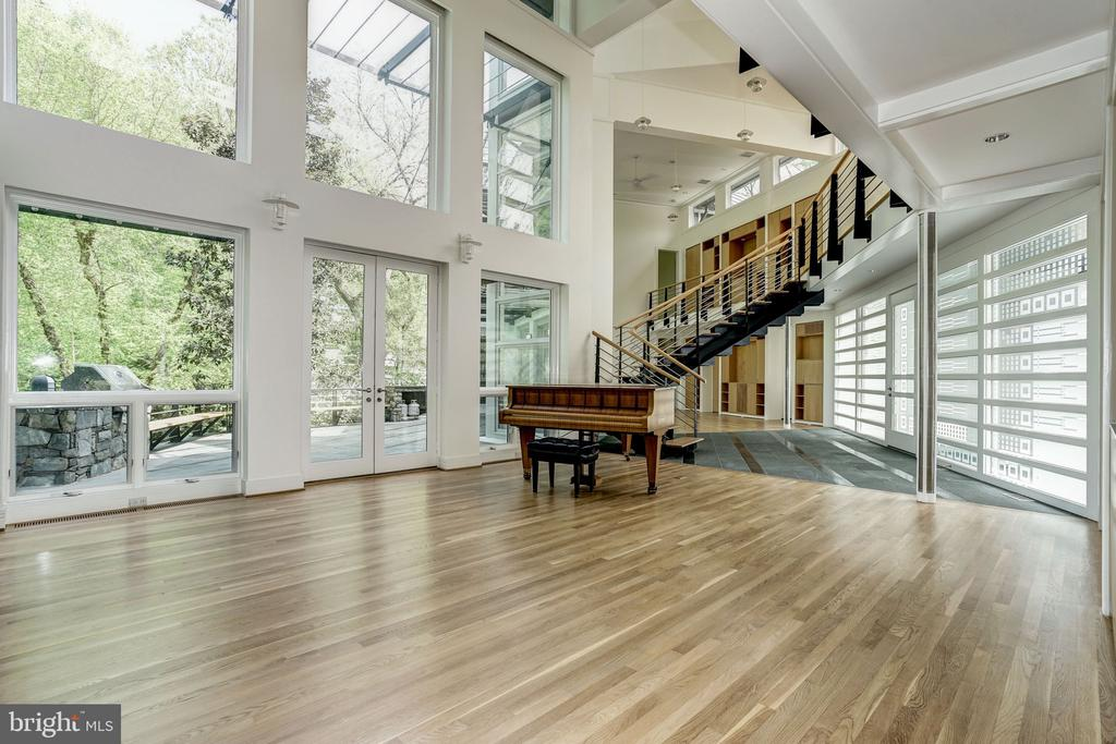 Great room with 22' ceilings and walls of glass - 4101 LINNEAN AVE NW, WASHINGTON