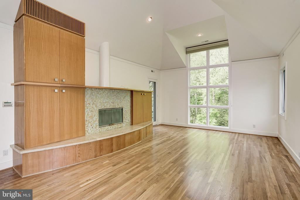 Master bedroom with fireplace - 4101 LINNEAN AVE NW, WASHINGTON