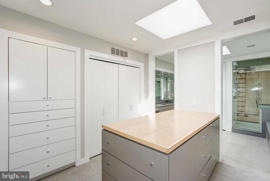 Master bath/dressing room 2 - 4101 LINNEAN AVE NW, WASHINGTON