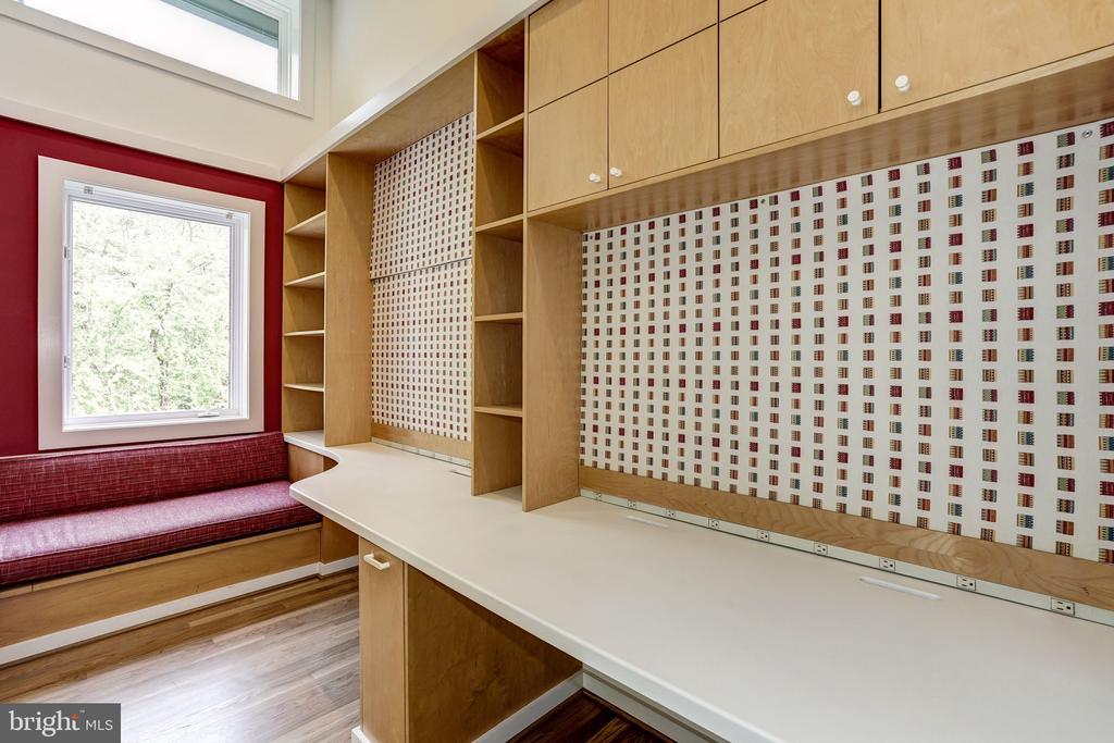 Kids office nook - 4101 LINNEAN AVE NW, WASHINGTON
