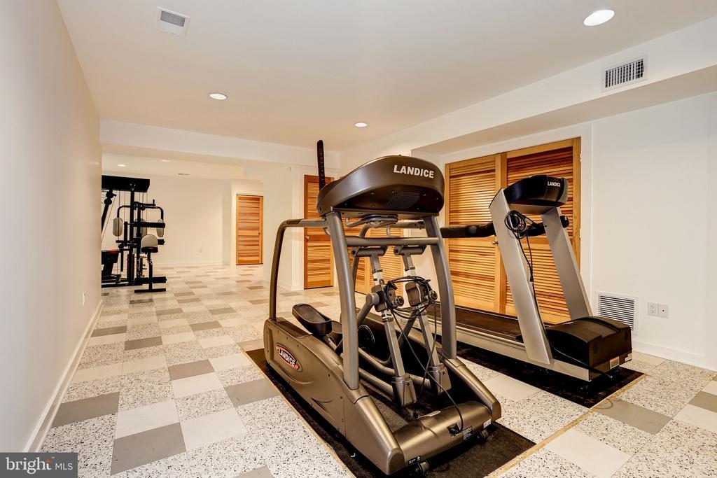 Exercise room - 4101 LINNEAN AVE NW, WASHINGTON