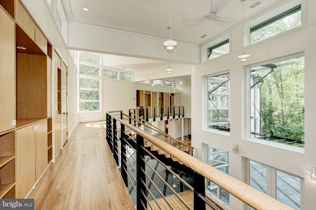 Second open hallway - 4101 LINNEAN AVE NW, WASHINGTON