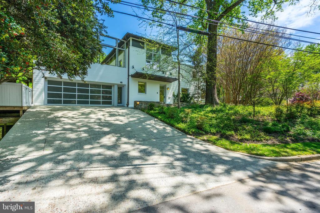 Driveway/garage - 4101 LINNEAN AVE NW, WASHINGTON