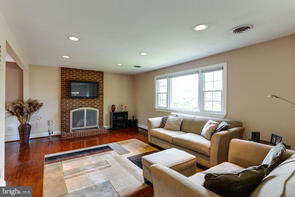 gleaming, genuine hardwood floors - 5523 BOUFFANT BLVD, ALEXANDRIA