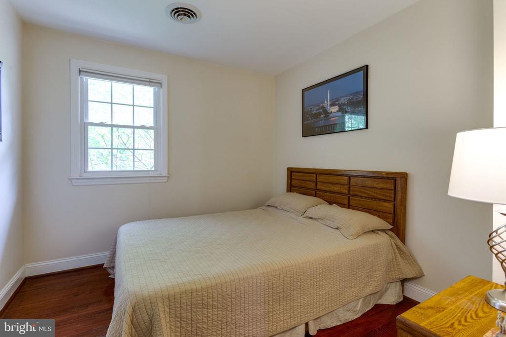 upper level bedroom - 5523 BOUFFANT BLVD, ALEXANDRIA