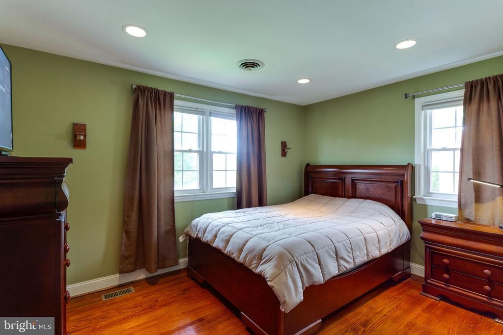 upper level master bedroom - 5523 BOUFFANT BLVD, ALEXANDRIA