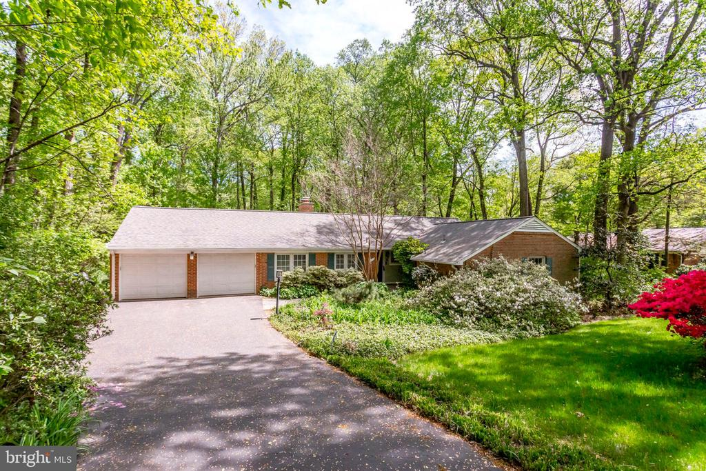 One of Fairfax 5 Bedroom Homes for Sale at 3323  PARKSIDE TERRACE