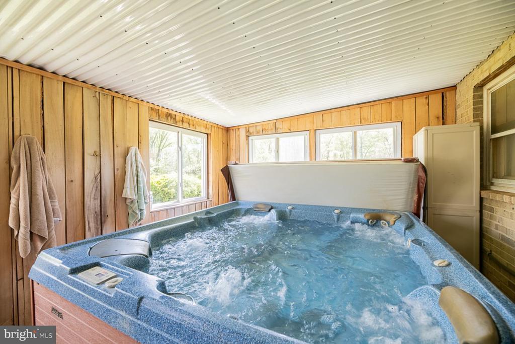 Hot tub room!! - 42031 BRIGHTWOOD LN, LEESBURG
