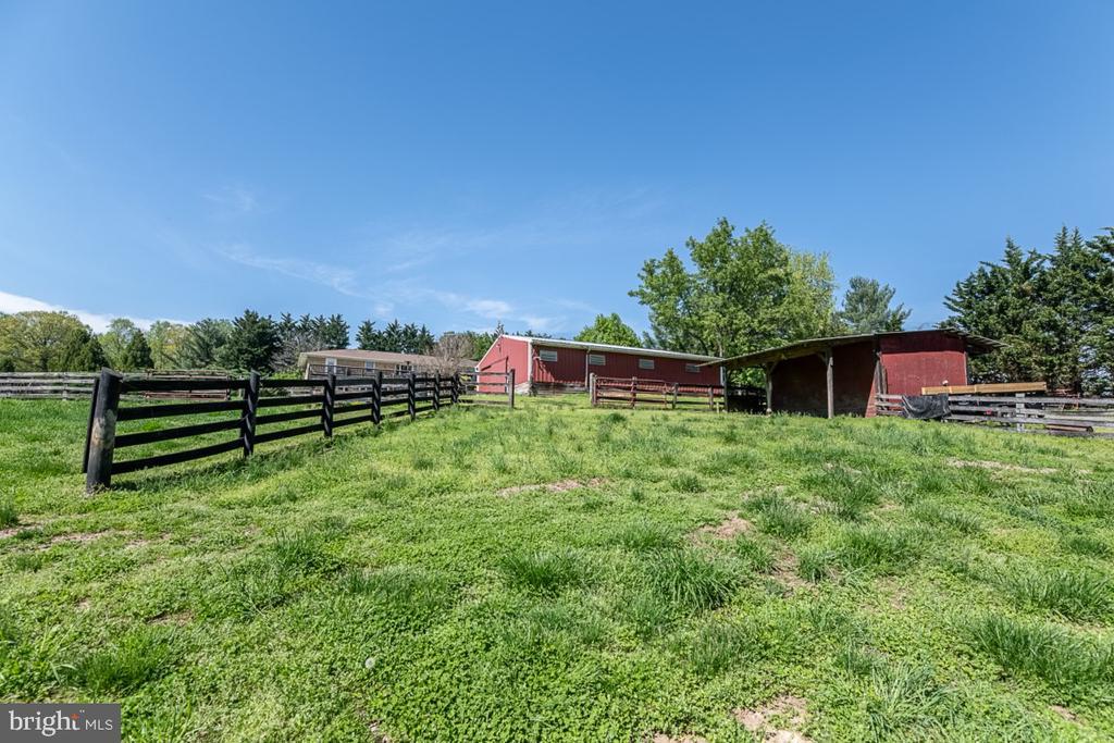 Beautiful Leesburg home on 10 acres - 42031 BRIGHTWOOD LN, LEESBURG