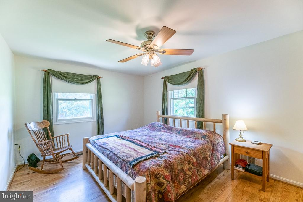 Peaceful master bedroom - 42031 BRIGHTWOOD LN, LEESBURG