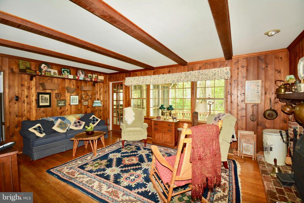 Beamed ceiling creates a warm feel - 3634 CAMELOT DR, ANNANDALE