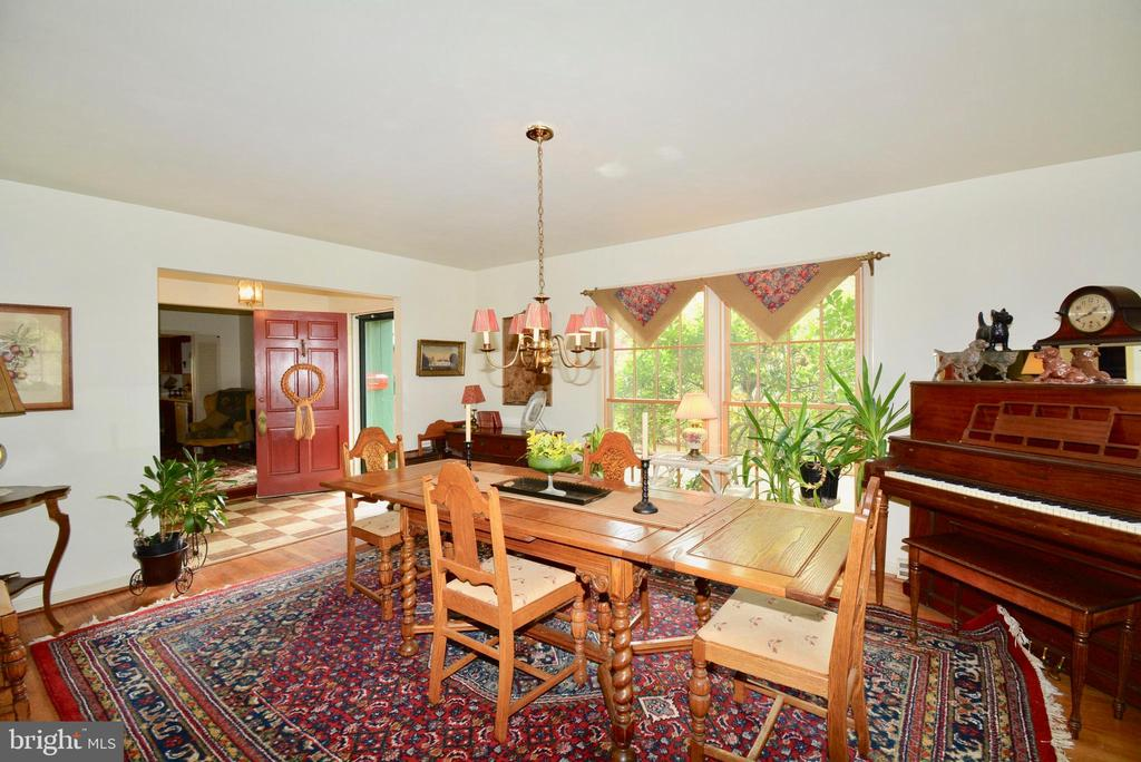 Formal dining room for family dinners - 3634 CAMELOT DR, ANNANDALE