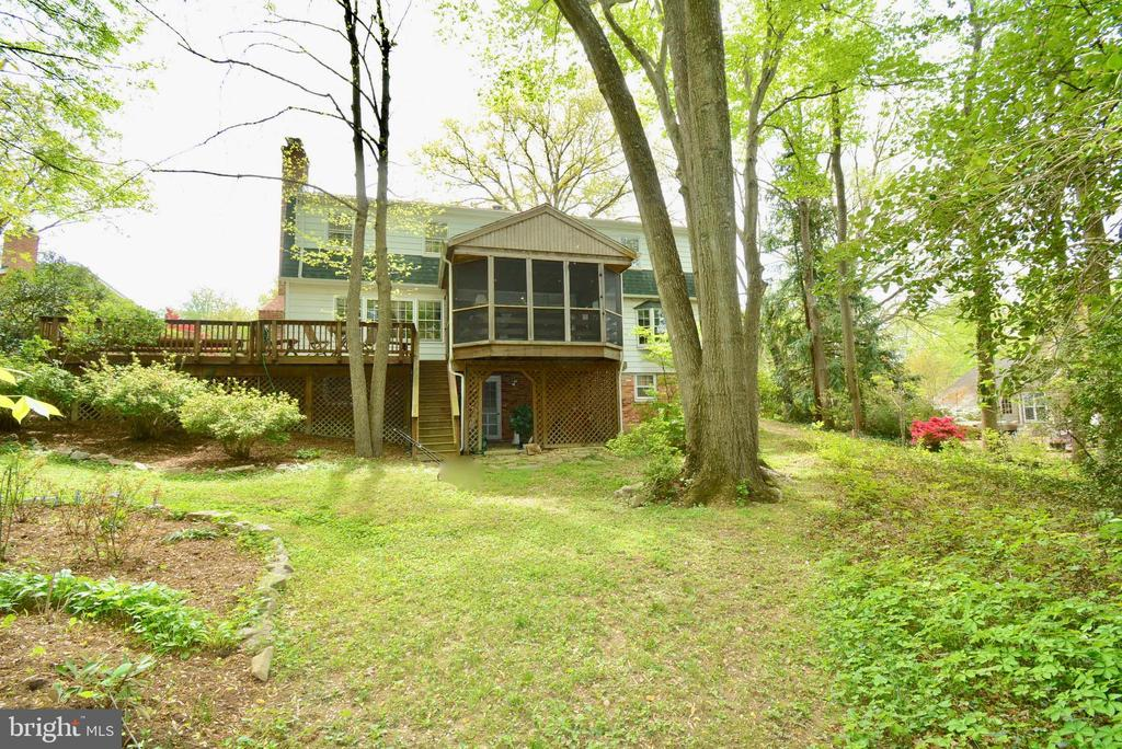 Your very own outdoor retreat - 3634 CAMELOT DR, ANNANDALE