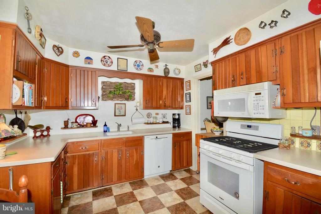 Plenty of cabinet space for storage - 3634 CAMELOT DR, ANNANDALE