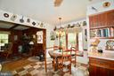 Keep friends and family close by while cooking - 3634 CAMELOT DR, ANNANDALE