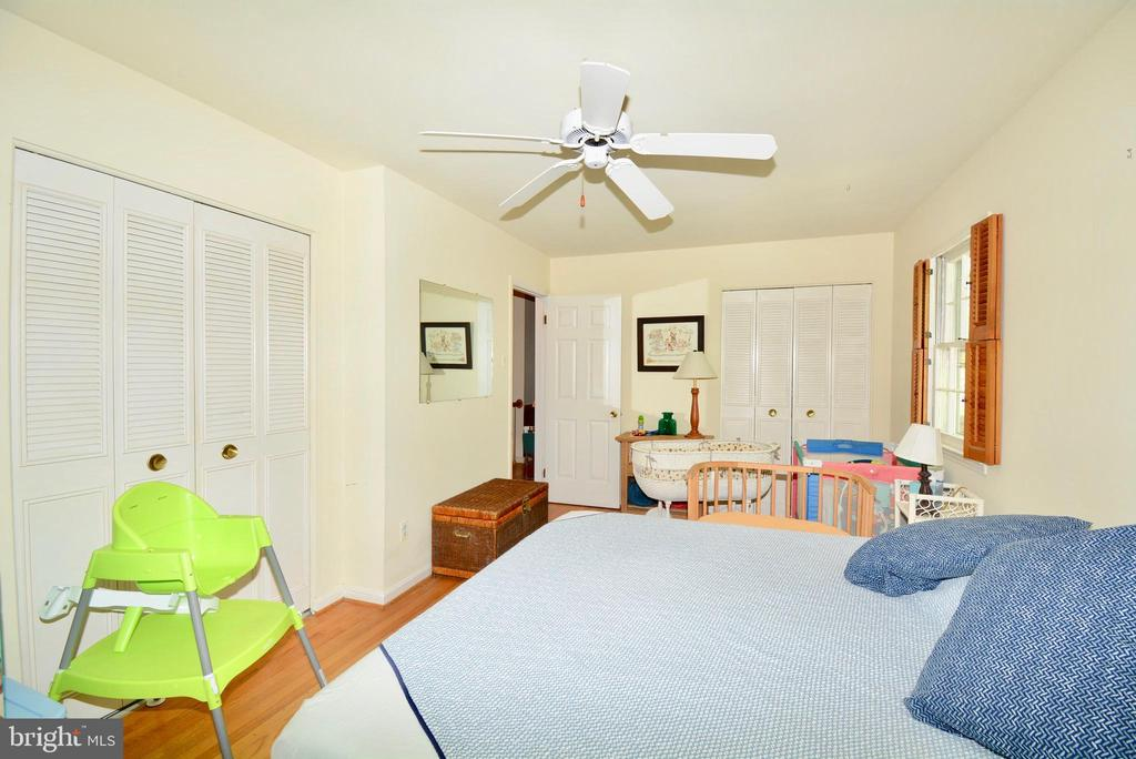 Bedroom for friends or family - 3634 CAMELOT DR, ANNANDALE