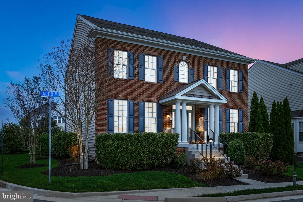 Former Model Home -Georgetown Style 100K+ Upgrades - 43168 ALEX ST, LEESBURG