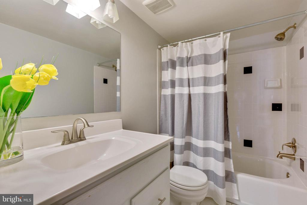 Second full bathroom upstairs - 658 15TH ST S #A, ARLINGTON