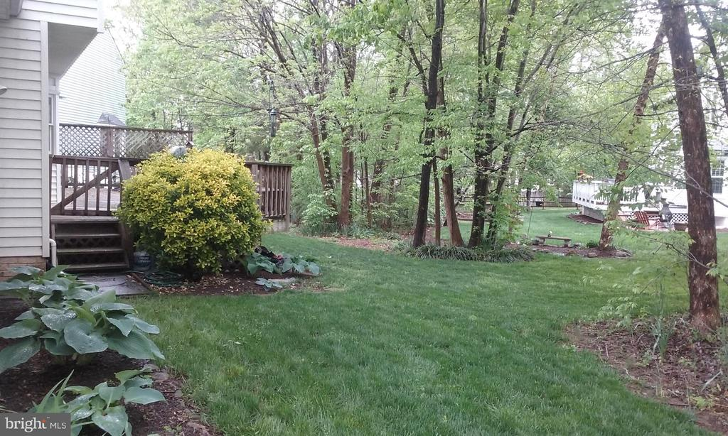 Private, treed backyard with room for play set. - 13704 STONEHUNT CT, CLIFTON
