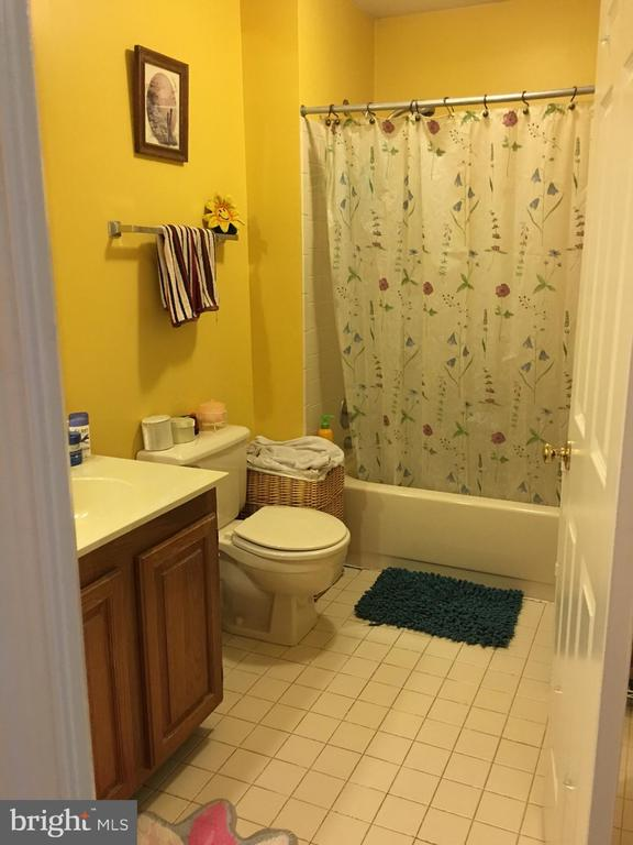 2nd Floor Bath - 13704 STONEHUNT CT, CLIFTON