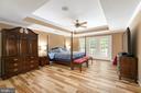 Master bedroom, tray ceiling, door to deck - 47643 PAULSEN SQ, STERLING