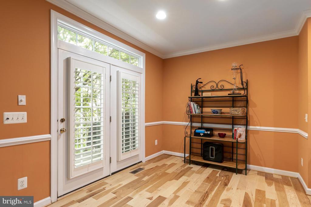 Breakfast Room off kitchen w'door to deck - 47643 PAULSEN SQ, STERLING