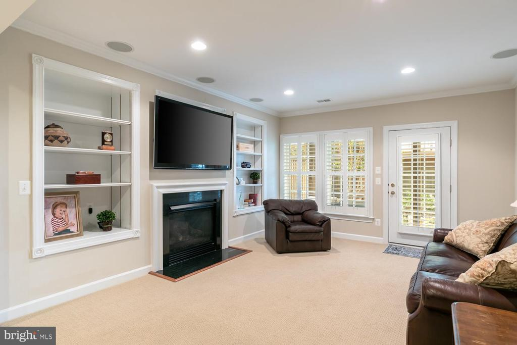 lower level family room w/gas fireplace, walk out - 47643 PAULSEN SQ, STERLING