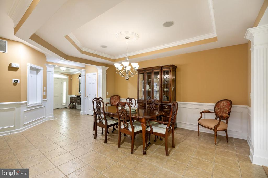 Dining room with tray ceiling - 47643 PAULSEN SQ, STERLING