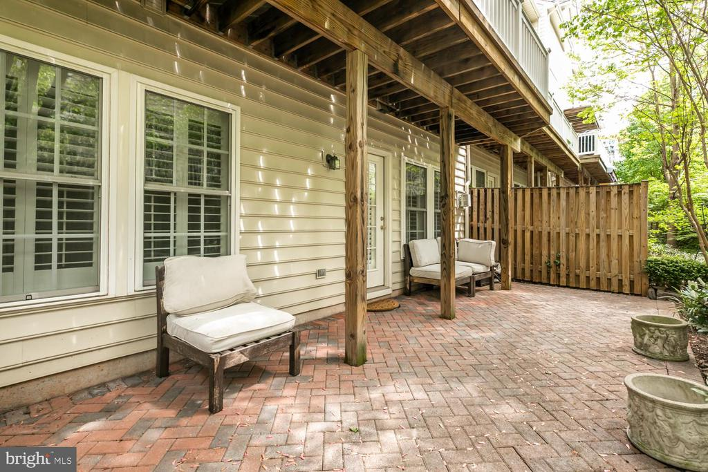 Walk out lower level to patio - 47643 PAULSEN SQ, STERLING