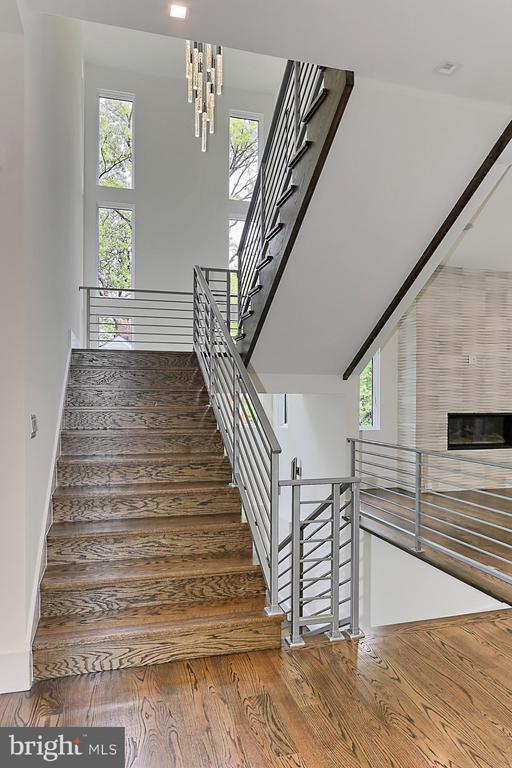 Staircase - 3036 N POLLARD ST N, ARLINGTON